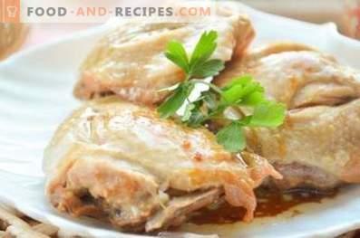pollo cotto in una pentola a cottura lenta