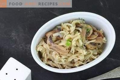 Pasta con funghi in salsa di panna acida