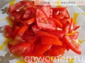 Insalata tiepida di peperoni e pomodori con pollo