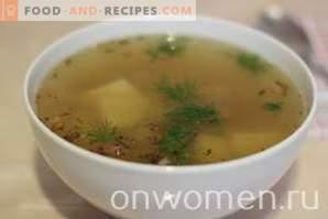 Zuppa di patate con agnello in una pentola a cottura lenta