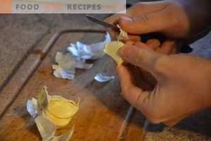 Come sbucciare rapidamente l'aglio