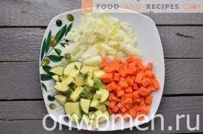 Gemüsesuppe mit Zucchini