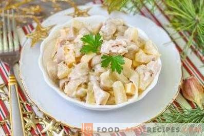 Salads with pineapple and chicken