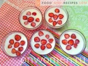 Gelatina a doppio strato con fragole