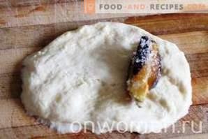 Tortini con prugne di pasta lievitata nel forno