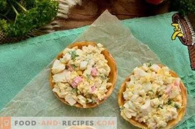 Tartellette con bastoncini di granchio, formaggio e uova