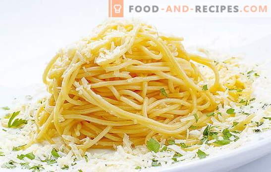 Gli spaghetti con formaggio sono un piatto italiano sul nostro tavolo. Ricette veloci per cucinare spaghetti con formaggio e vari additivi